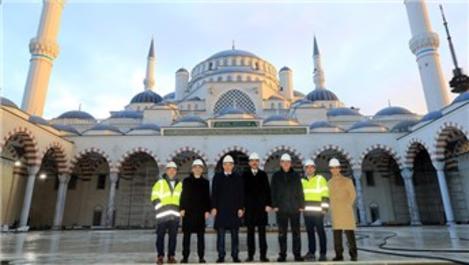 Mevlüt Uysal, Çamlıca Camisi'nin inşaatını inceledi