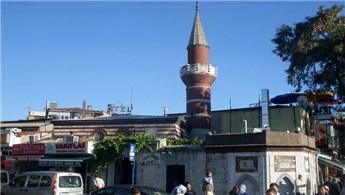 Selman Ağa Camisi, çevresine inşa edilen yapılardan kurtarılacak