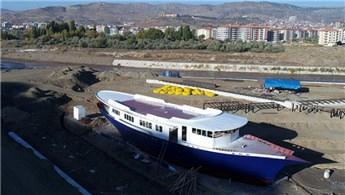Çankırı Belediyesi şimdi de gemi kütüphane yapıyor