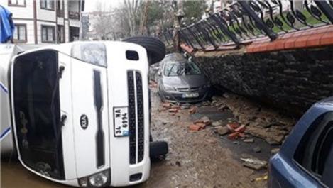 Eyüpsultan'da yağmur nedeniyle istinat duvarı çöktü