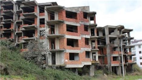 Yalova'da kaba inşaat halindeki binada yıkılma tehlikesi!