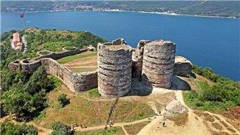Tarihi Ceneviz Kalesi restore ediliyor
