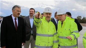 Ahmet Arslan Adnan Menderes Havalimanı'ndaki çalışmaları inceledi