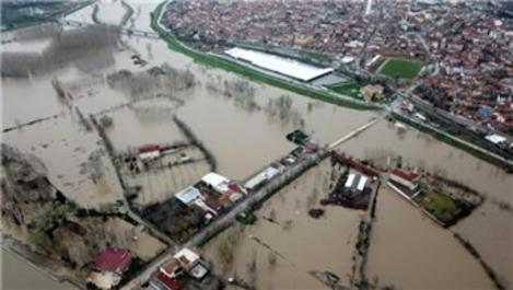 Tunca Nehri taştı, tarihi köprü sular altında!