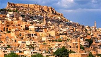 Mardin'e turist akını! Oteller doldu, evlere yönlendiriliyor