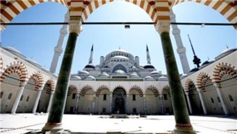 Emlak Konut'tan Çamlıca Camisi'ne büyük bağış!