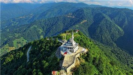 Kıbledağı zirvesindeki Hacı Yusuf Yılmaz Cami'ye ziyaretçi akını!