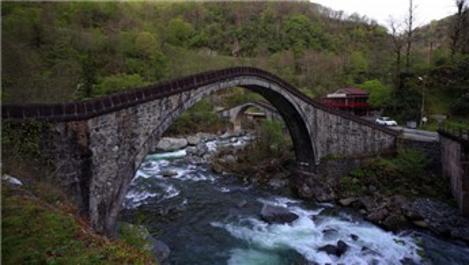 Tarihi Çifte Köprüler turistlerin ilgisini çekiyor