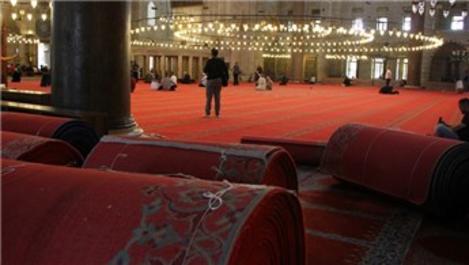 Süleymaniye Camisi'nin 3 bin metrekarelik halısı yenileniyor