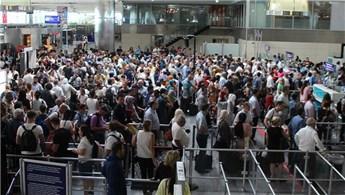 Atatürk Havalimanı'nda yolcu yoğunluğu!