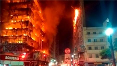 Brezilya'da çıkan yangında 26 katlı bina çöktü