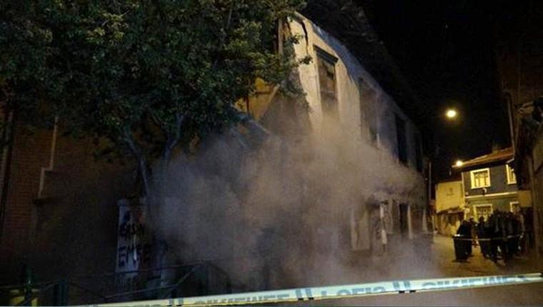 Bursa'da yağmura dayanamayan 64 yıllık bina çöktü