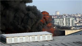 İstanbul Davutpaşa'da kumaş ve iplik fabrikasında yangın!
