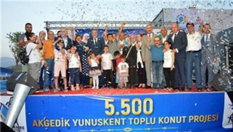 Manisa'da TOKİ konutlarının anahtar teslim töreni yapıldı