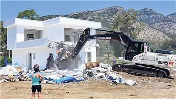 Datça'da arkeolojik sit alanına yapılan otel yıkıldı