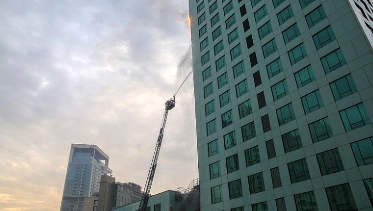 Sarıyer'de 32 katlı gökdelende yangın!