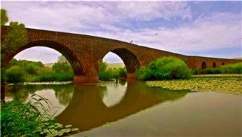 Diyarbakır'daki 7 gözlü Devegeçidi Köprüsü restore edilecek