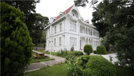 Atatürk Evi Müzesi'nin tapusu sergileniyor