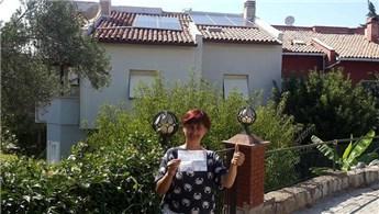 Çatısındaki güneş paneli kurdu, elektrik faturasından kurtuldu