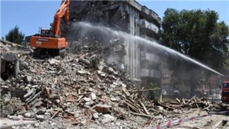 Düzce'de metruk binalar yıkılıyor