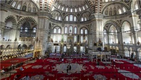 Fatih Camisi tarihi halılarına yeniden kavuşuyor