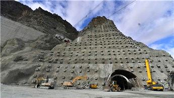 Artvin Yusufeli Barajı'nda beton dolguya başlandı