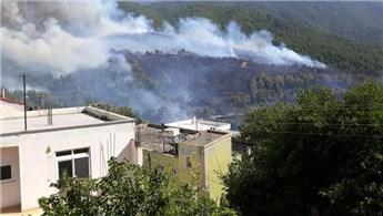 Hatay'daki orman yangını 5 eve zarar verdi