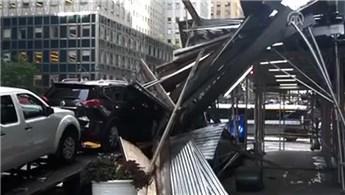 New York'ta yapı iskelesi çöktü