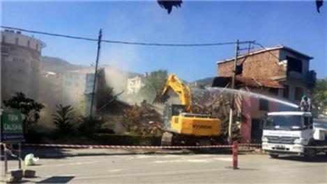 Bursa'da metruk binalar 'kamulaştırılarak' teker teker yıkılıyor