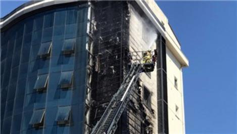 Ataşehir'de 10 katlı bir binada yangın!