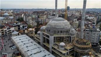 Taksim Camisi'nde süsleme işlemine geçildi