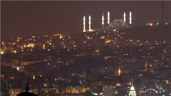 Çamlıca Camisi'nin minareleri aydınlatıldı!