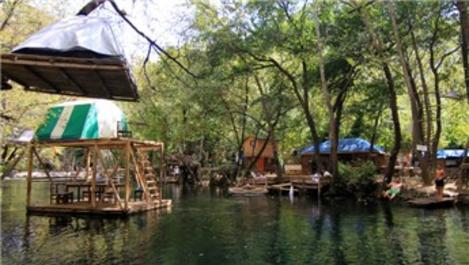 Tatilcilere ağaç ve su üstünde konaklama imkanı
