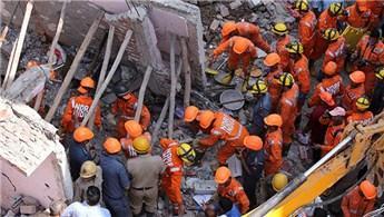 Hindistan'da bina çöktü: 7 ölü