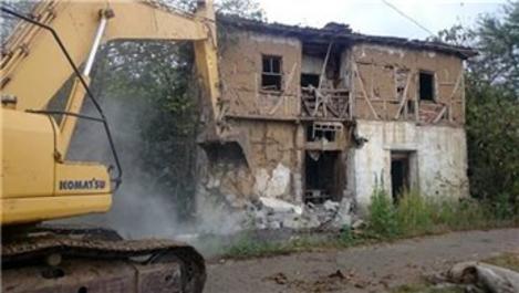 İzmit köylerindeki metruk yapılar yıkılıyor