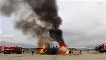 3. havalimanı personeli olası uçak yangınlarına hazır!