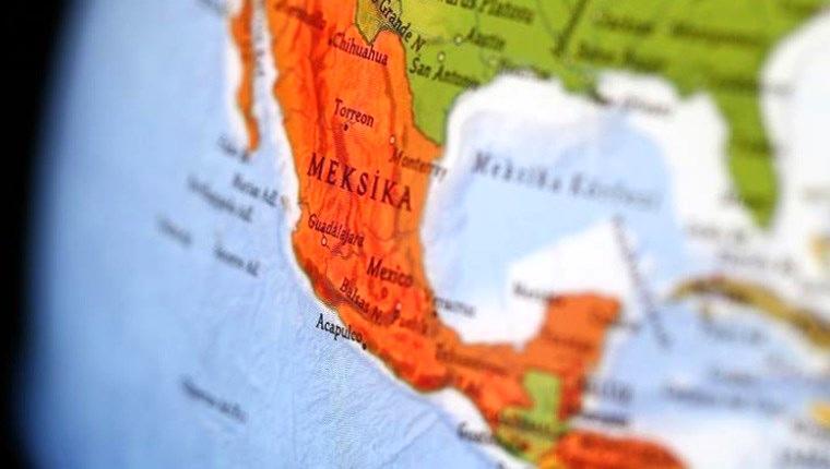 Meksika'da alışveriş merkezi inşaatı çöktü