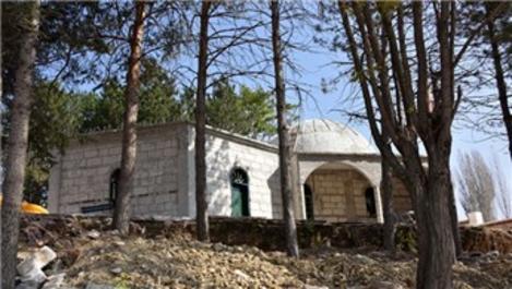 Kumral Abdal Türbesi'nde restorasyon çalışmaları başladı