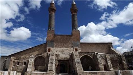 Kentin simgesi 750 yıllık medresenin gizli tüneli ortaya çıktı