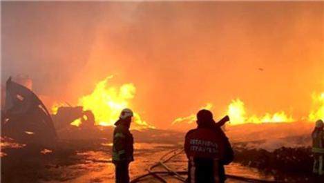 Esenyurt'ta palet fabrikasında yangını!