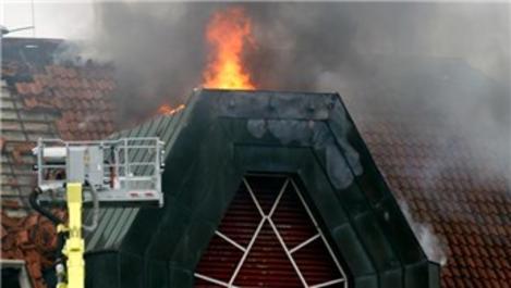 Köln'de 5 katlı apartmanda yangın!