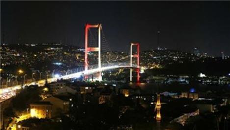 15 Temmuz Şehitler Köprüsü renklendi