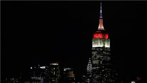 Empire State binası, kırmızı-beyaz renklerle aydınlatıldı