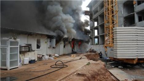 Çanakkale'de prefabrik bina yangını