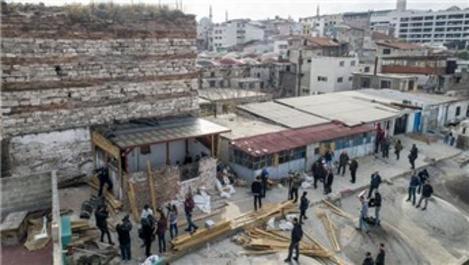 İrene Kulesi kaçak yapılardan temizleniyor