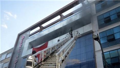 Lüleburgaz'da alışveriş merkezinde yangın