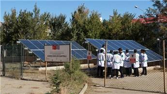 Bingöl Lisesi'nin bahçesine güneş enerjisi santrali kuruldu