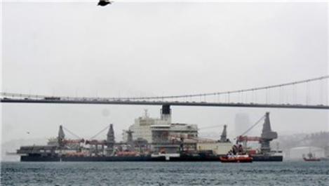 Pioneering Spirit gemisi İstanbul Boğazı'ndan geçiş yaptı
