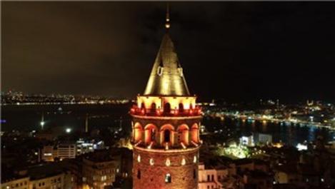 Galata Kulesi, kadına şiddete karşı turuncuya büründü