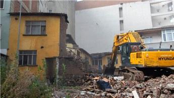 Bursa'da metruk halde bulunan yapılar yıkılıyor